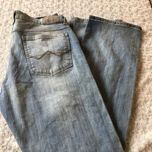 Wrangler jeans light wash discolored size 32x30